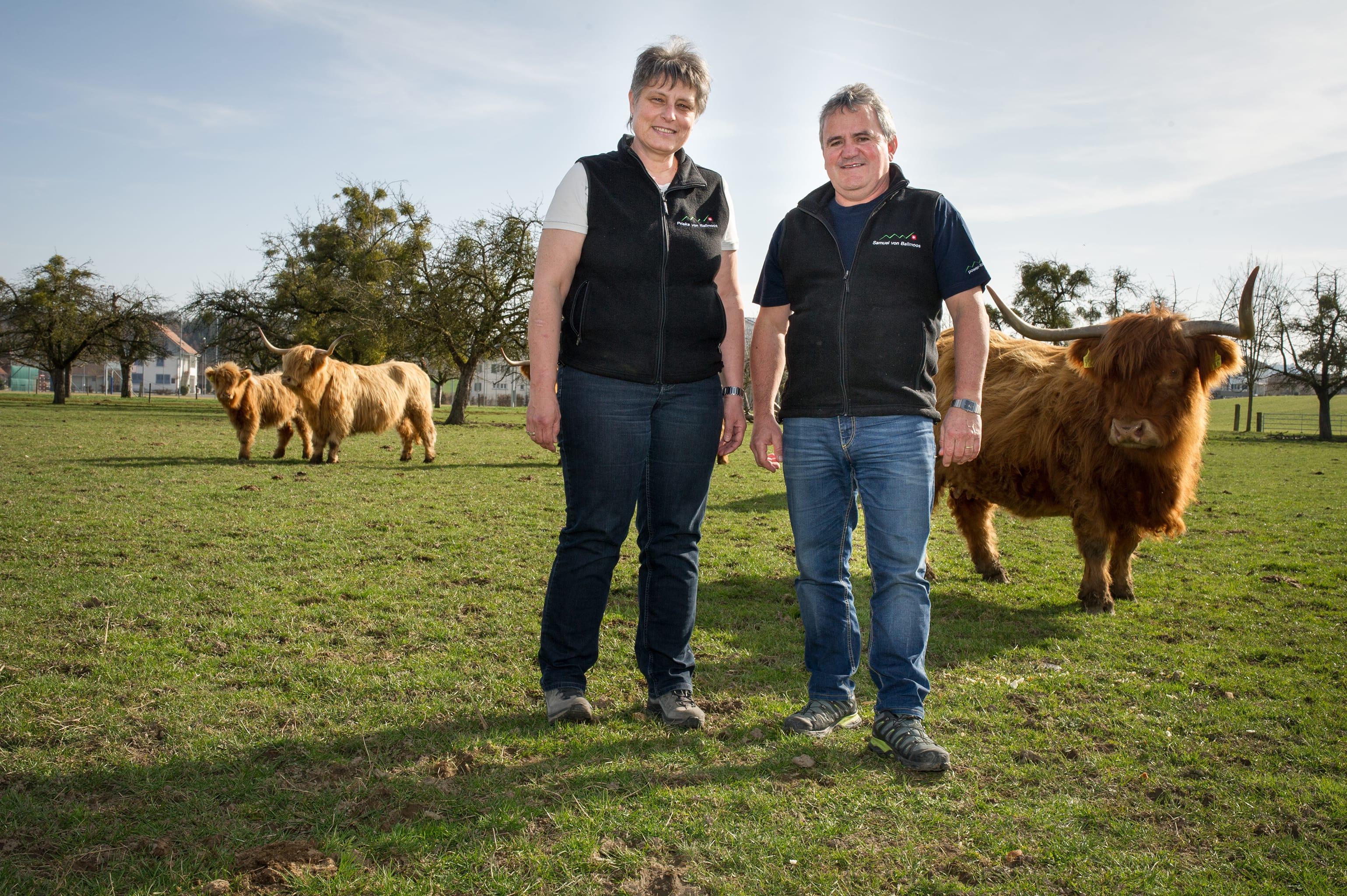Familie von Ballmoos und ihre Hochlandrinder auf der power-farm in Lyssach.